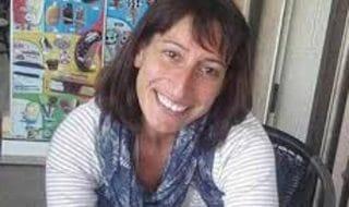 donna strangolata concittadini adottano bambini