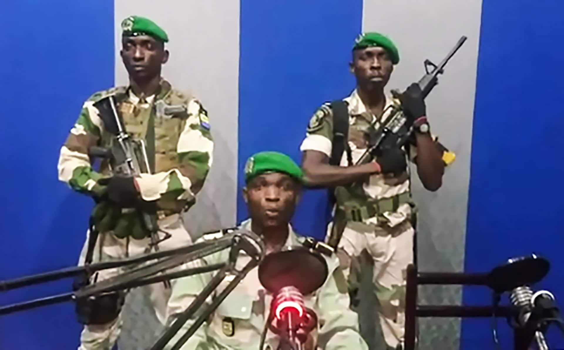 Gabon, fallito il golpe militare. Governo: