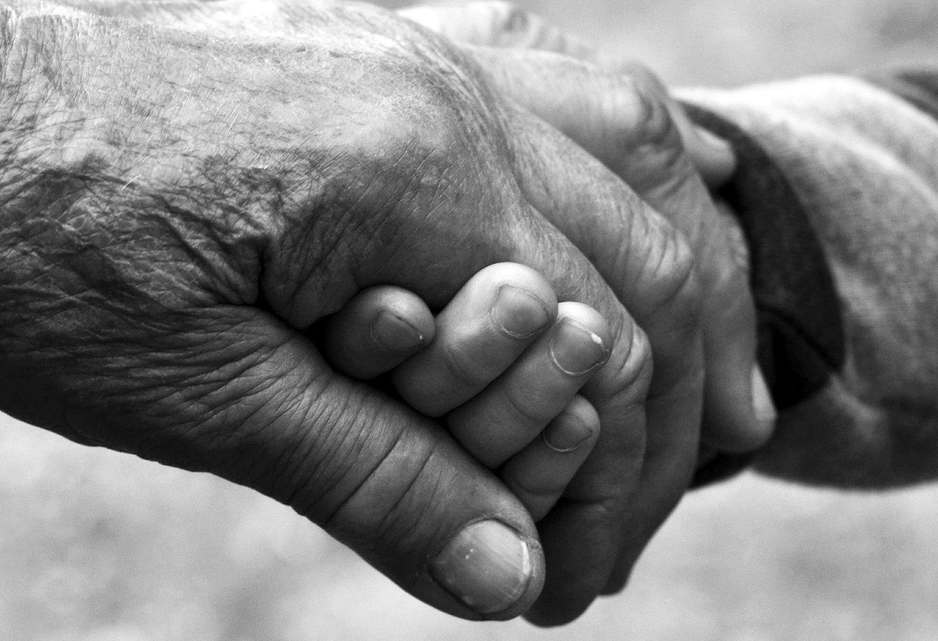 Russia, nonni ubriachi uccidono il nipote di 11 mesi gettandolo nella stufa