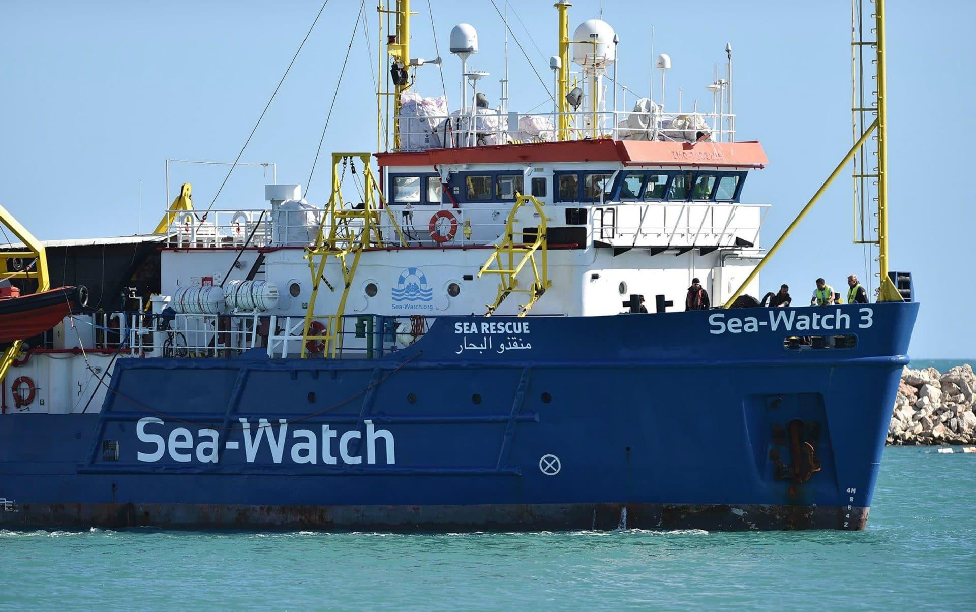 Sea Watch, 'sanificati' nella notte i servizi igienici a bordo