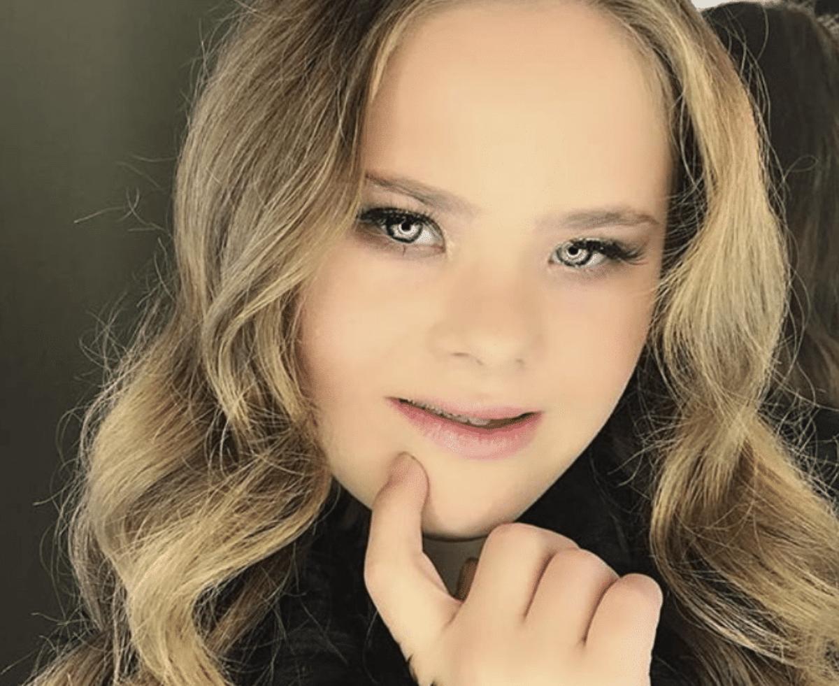 9969b818a6 Mamma condivide foto della figlia down, la 15enne diventa una modella