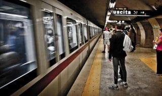 metro roma scala mobile bloccata