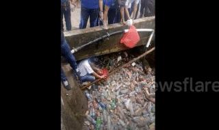 video fiume plastica indonesia