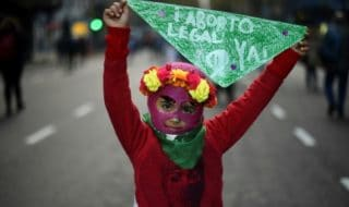 11 anni stupro cesareo argentina