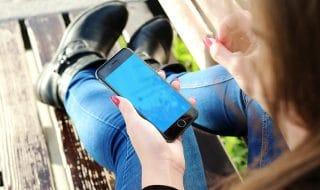 dipendenza smartphone schermo bianco nero