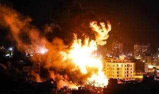 israele bombarda gaza razzi