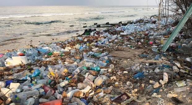 plastica spiagge maldive