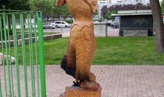 Milano statua antifascista bruciata