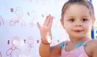 bambina sordomuta intervento