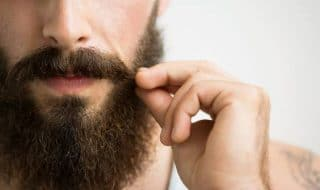 uomini barba testicoli