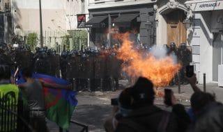parigi scontri gilet gialli polizia