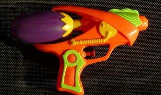 pistola acqua urina