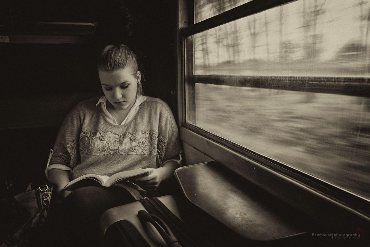Risultati immagini per letture in treno
