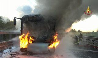 Rovigo autobus studenti prende fuoco
