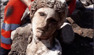 cronaca-roma-ritrovata-testa-divinità-scavi-fori-imperiali
