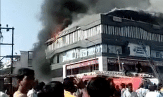 india-bambini-morti-incendio-edificio