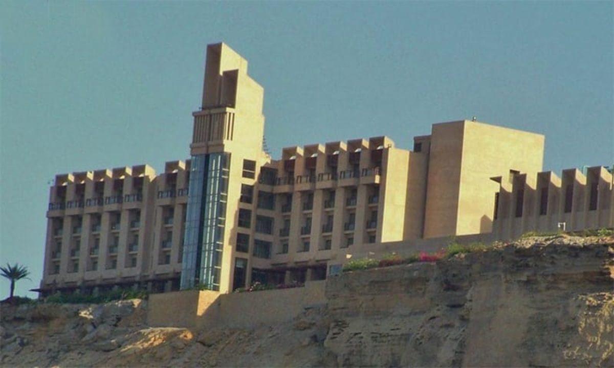Pakistan, attacco in hotel di lusso