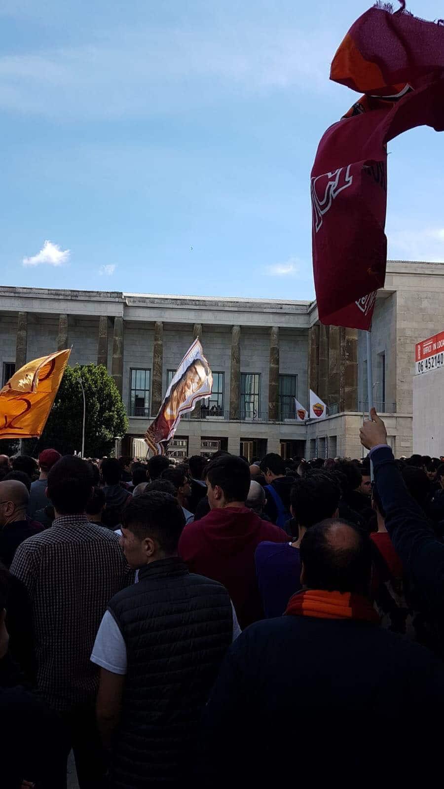 roma contestazione tifosi