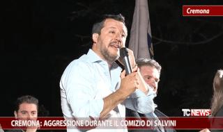 Ragazzo picchiato striscione Salvini |