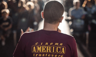 aggressione cinema america commento scomodo