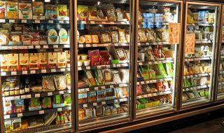 caldo uomo frigo supermercato
