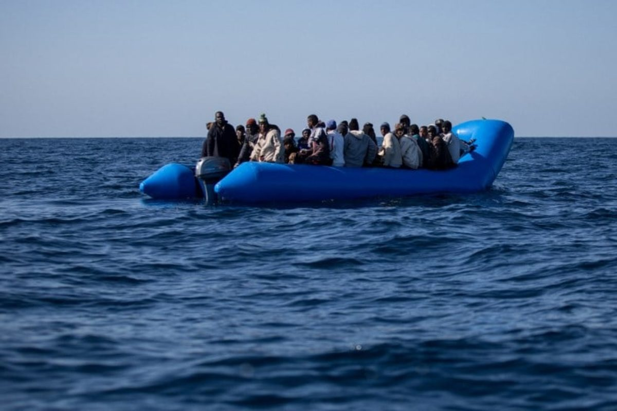 Aumentano i rifugiati nel mondo, diminuiscono i richiedenti asilo in Italia