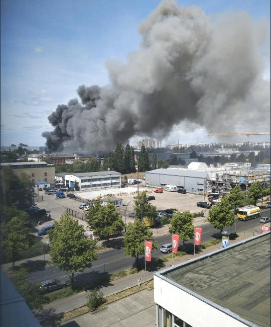 Maxi-incendio in centro commerciale asiatico a Berlino