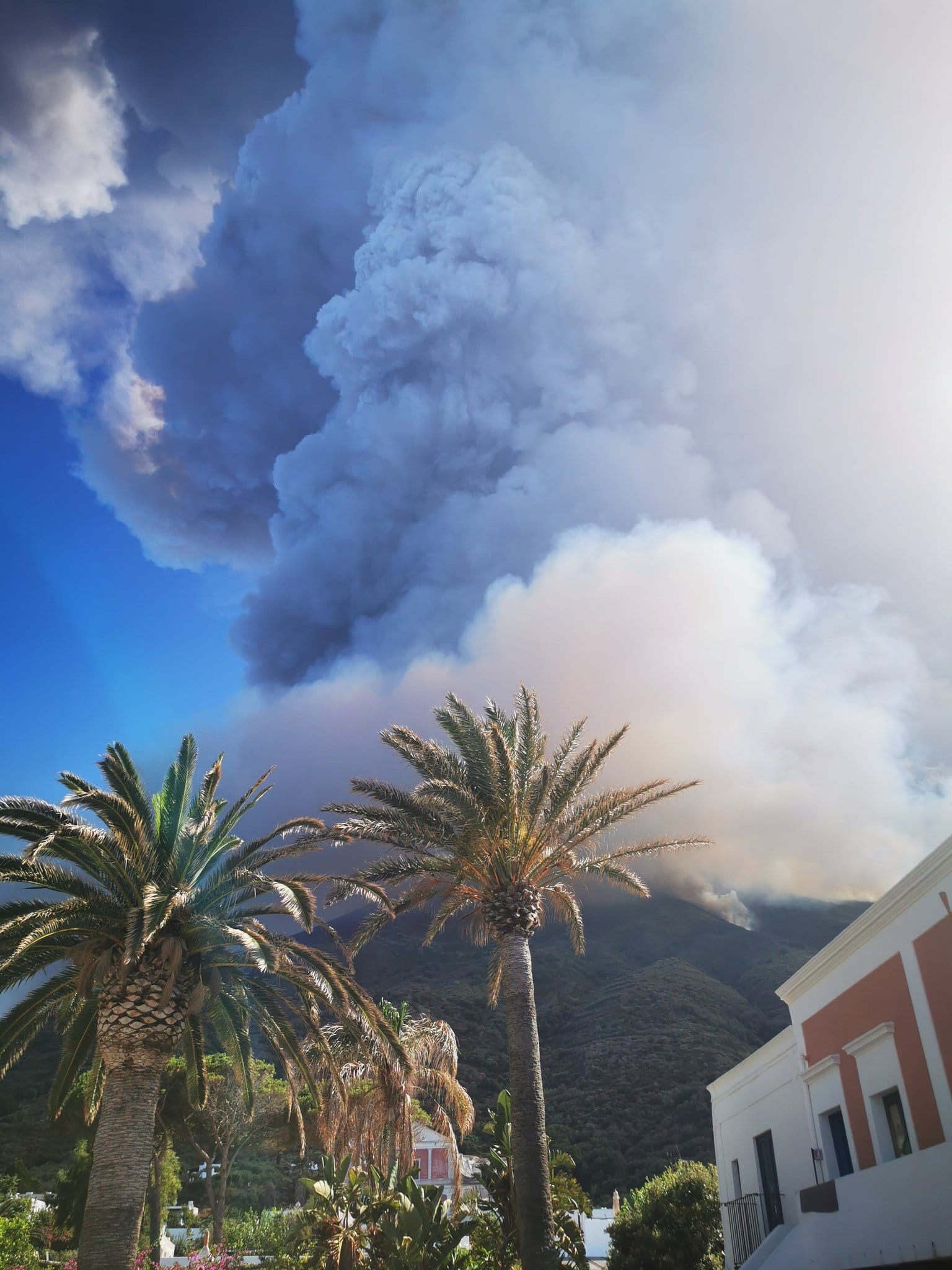 eruzioni-vulcano-stromboli-foto-e-video
