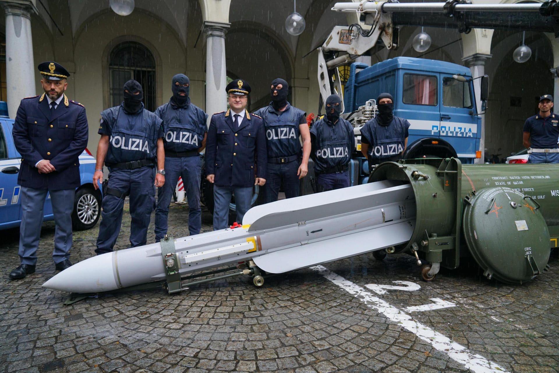 immagini-missile-sequestrato-neonazisti-torino