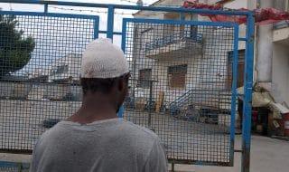 foggia sassaiola migranti feriti