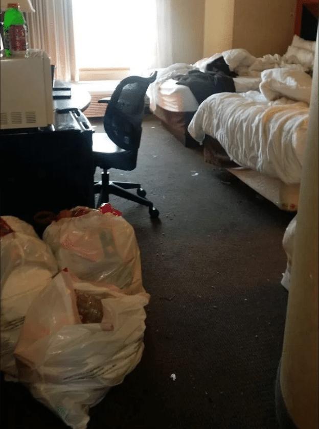 oggetti-strani-ritrovati-hotel-foto
