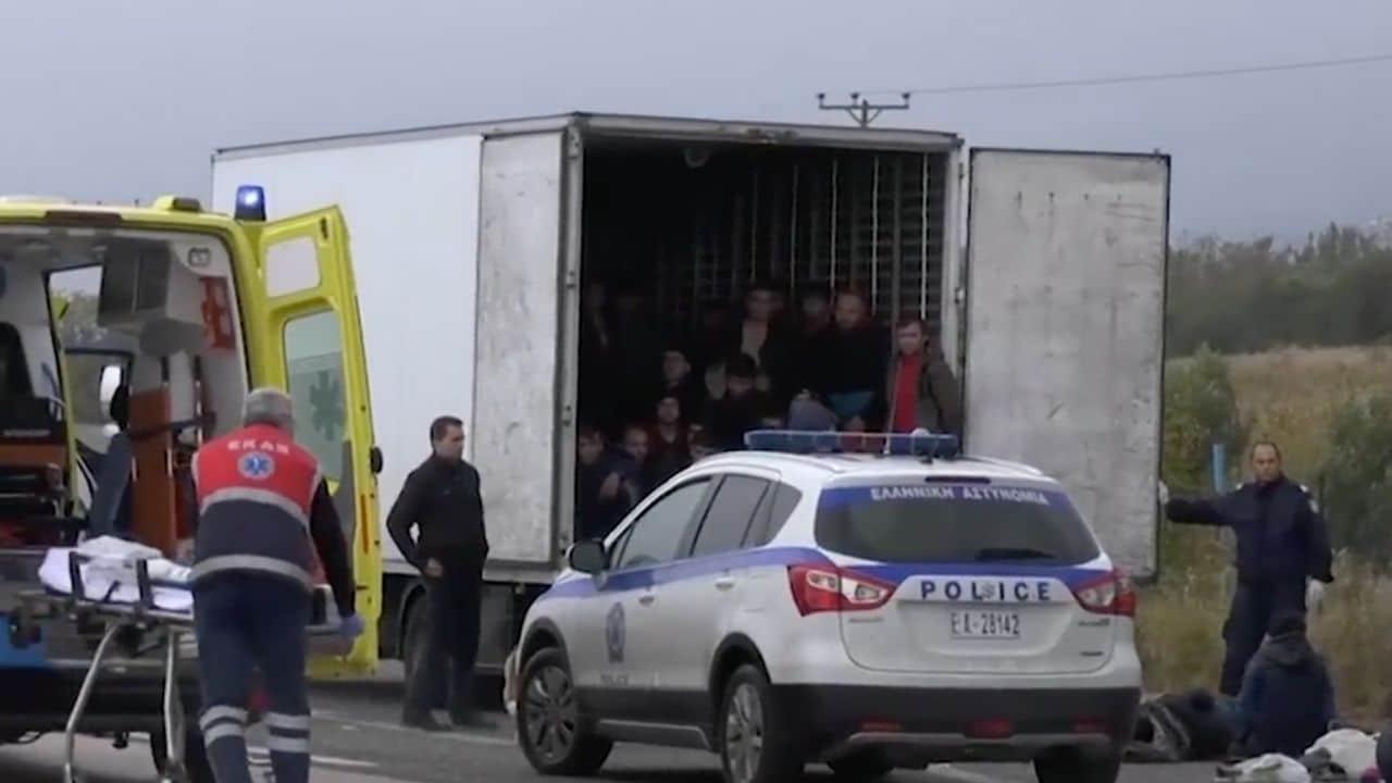 Grecia, 41 migranti stipati in un camion-frigo. Arrestato l'autista