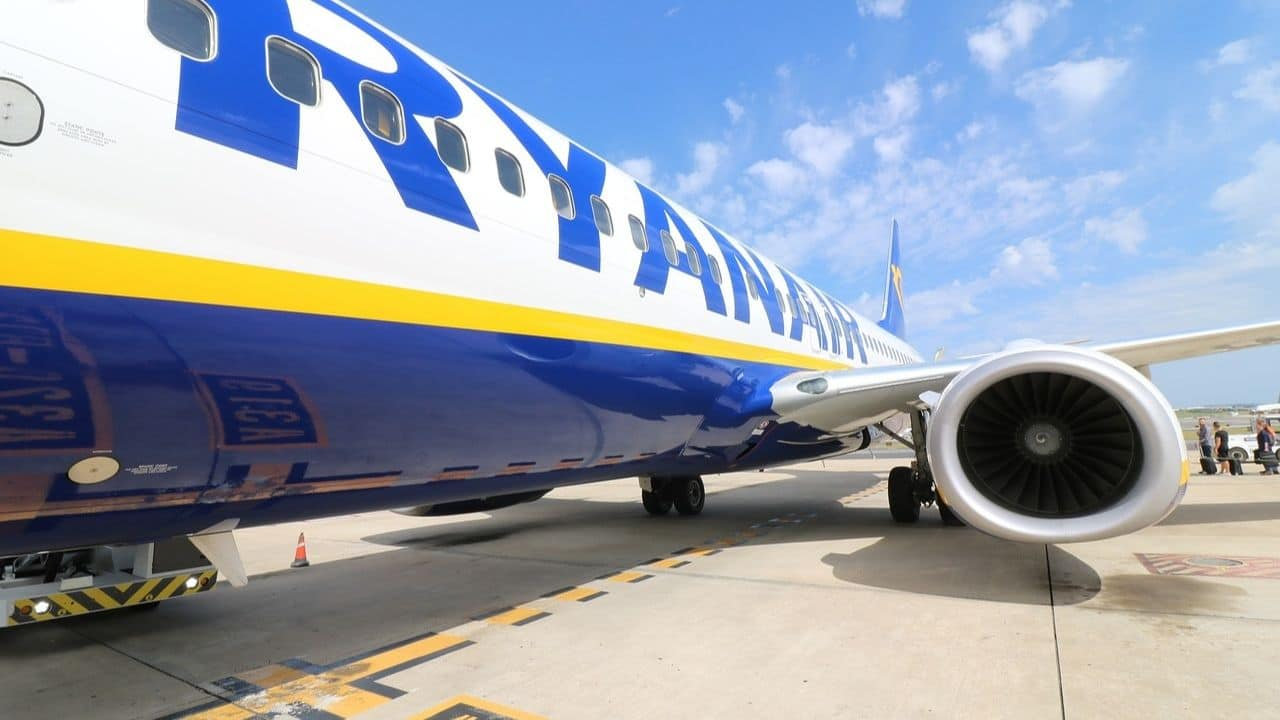 Ryanair, crepe sulle forcelle: bloccati tre Boeing 737
