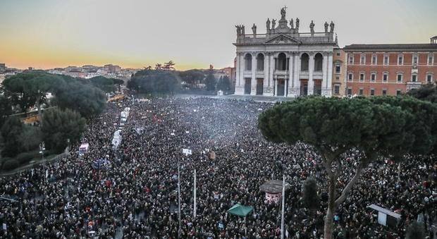 Una marea di Sardine invade Roma: 35mila in piazza San Giova