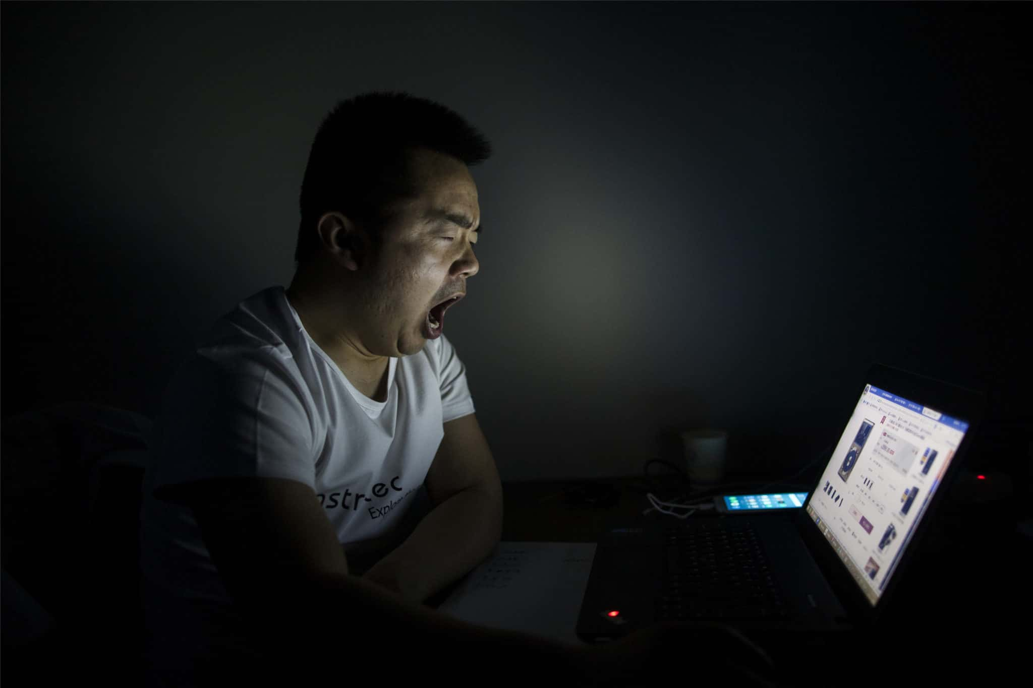 Cina, vietati i dispositivi elettronici esteri