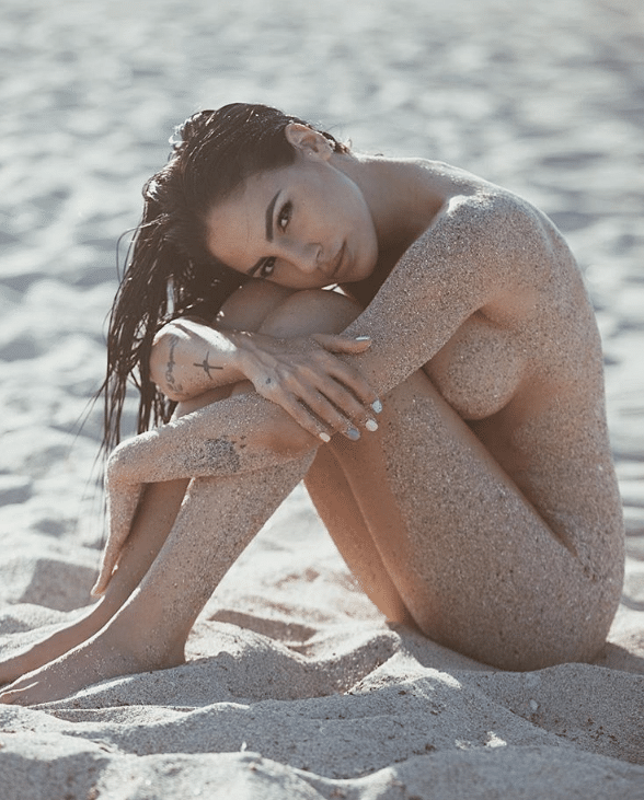 Giulia De Lellis sabbia