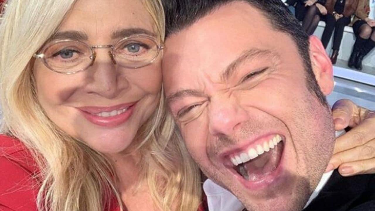 Gay si ma non a Natale, Mara Venier zittisce l'hater di Tiziano Ferro