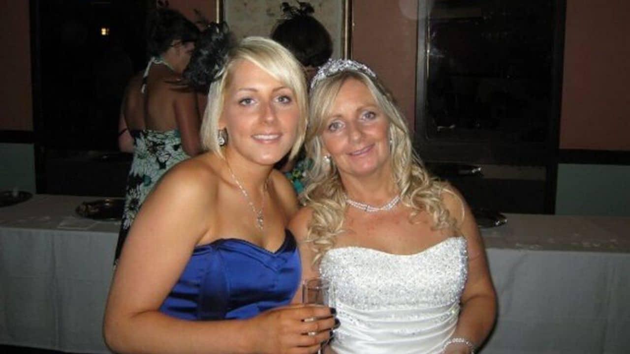 Neosposa va viaggio di nozze con la madre: lei ruba il marito della figlia