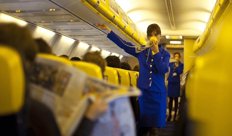 Ryanair aumenta di nuovo il costo per il bagaglio a mano: la