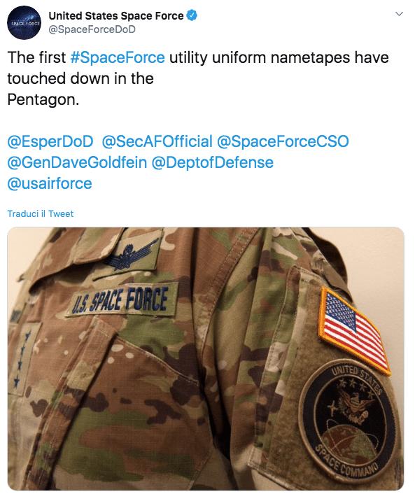 Trump presenta le Forze armate spaziali, ma l'uniforme è der