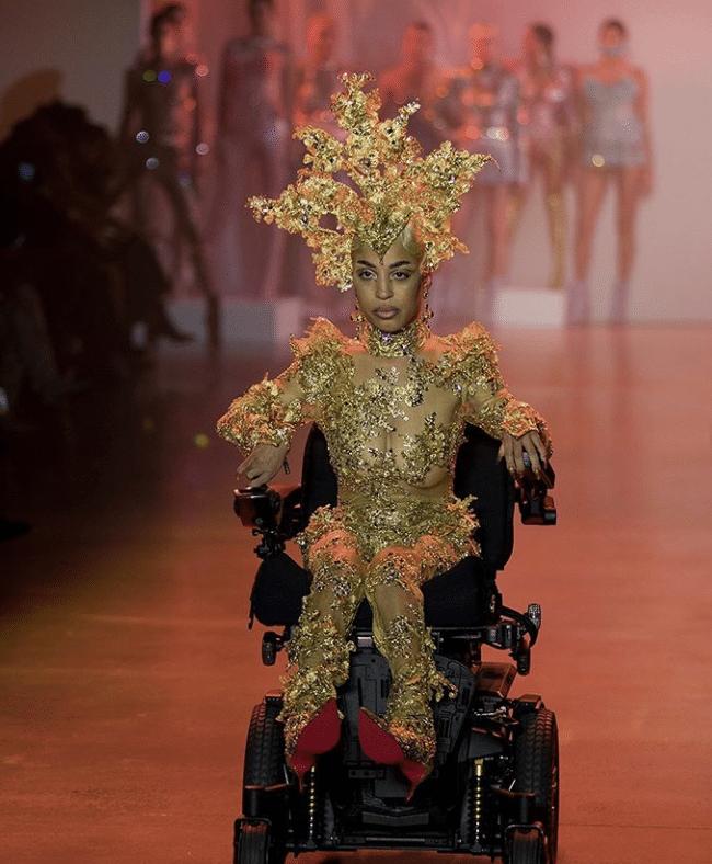 Jillian Mercado    la modella con distrofia muscolare debutta alla New York Fashion Week