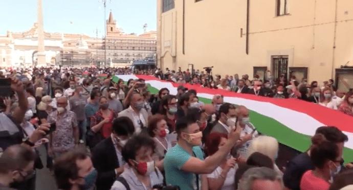 L'incoerenza del centrodestra: ieri in piazza assembramenti