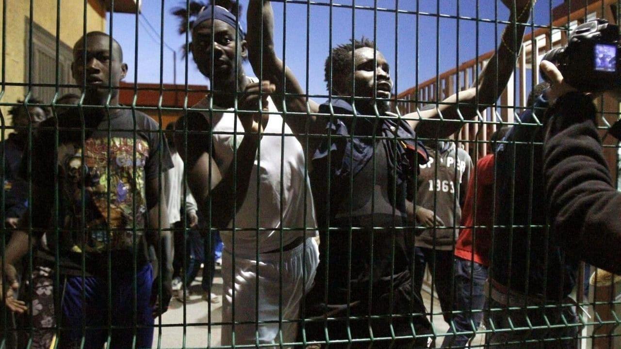 La Spagna vuole costruire il muro anti-migranti più alto del mondo: 10 metri di altezza a Ceuta e Melilla