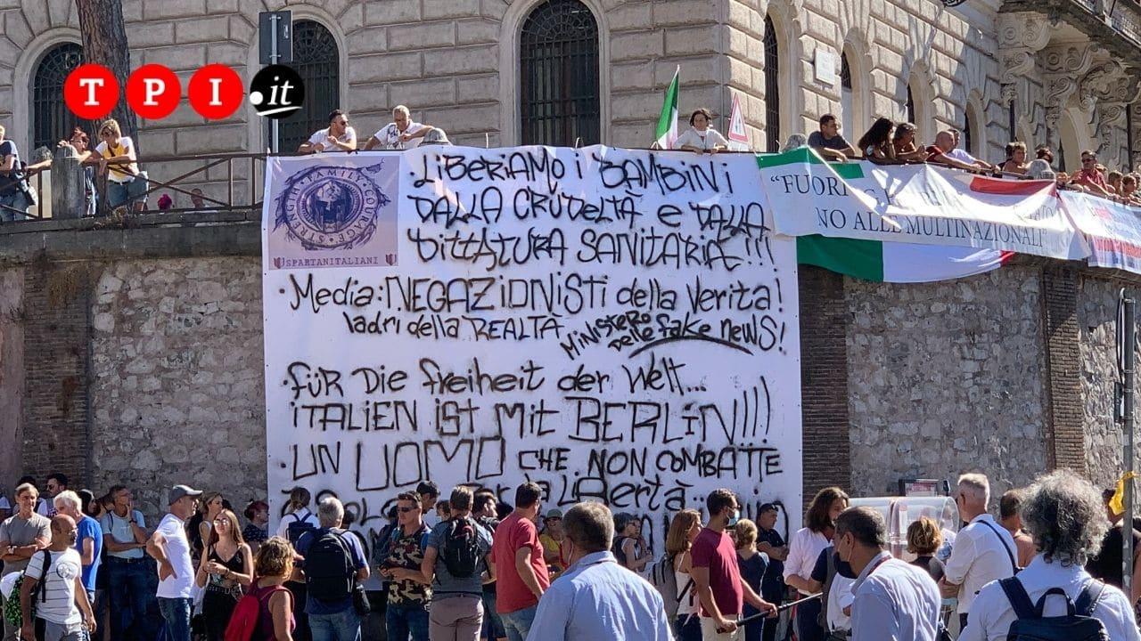 manifestazione negazionisti roma