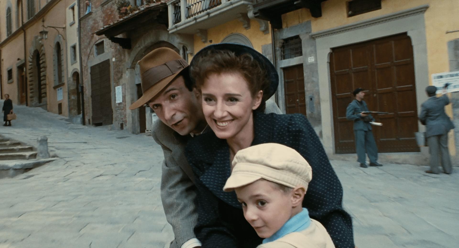 La Vita E Bella Trama Cast Colonna Sonora Citazioni E Streaming Del Film