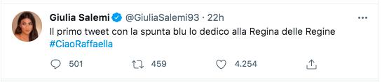 Giulia Salemi, la gonna è cortissima, il tempo si ferma per lei: bellissima – FOTO
