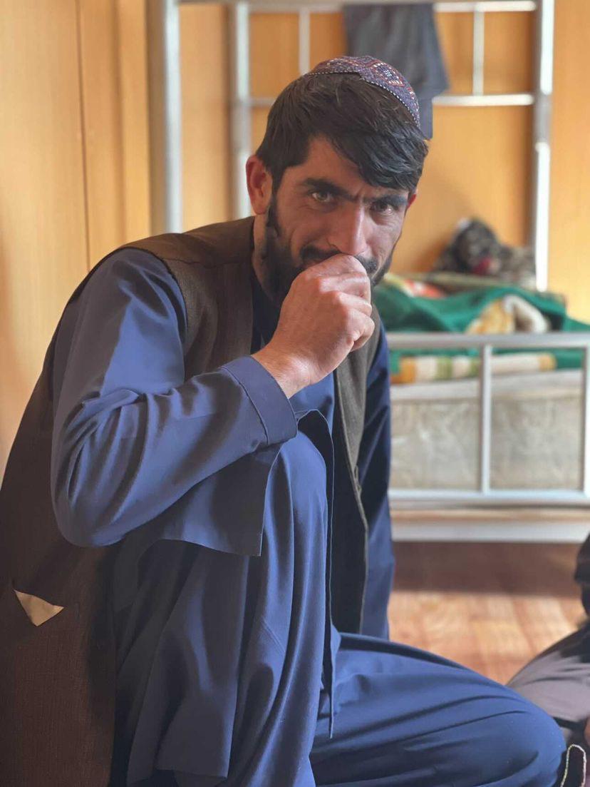 con i Talebani adibiti al check point dell'Ambasciata Italiana di Kabul.